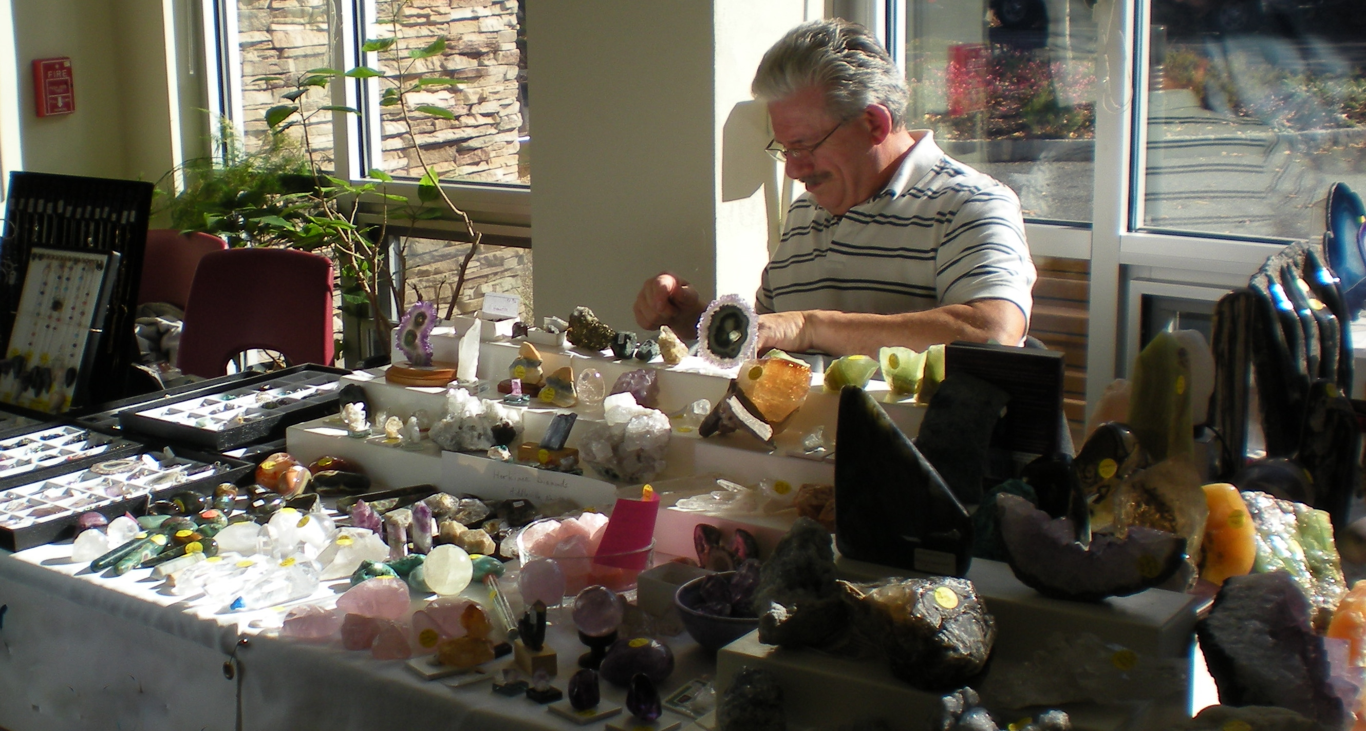Calling all geologists, young and old! The Union County Board of Chosen Freeholders and the Department of Parks and Recreation invite you visit Trailside Nature and Science Center on Saturday, November 7 and Sunday, November 8 from noon to 5 p.m. for the Rock, Gem and Jewelry Show.  More than 20 vendors will be on hand displaying and selling their specimens of rocks, gems, fossils, minerals, sea shells and jewelry from around the world.  Admission to this event is free. Trailside is located at 452 New Providence Road in Mountainside and is a service of the Union County Board of Chosen Freeholders. For additional information call 908-789-3670.  Visit us at www.ucnj.org/trailside for information on fall programs and special events for families and adults.